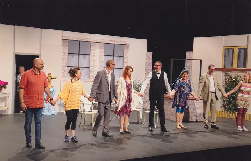 Présentation avec, derrière les acteurs, N. Malatray